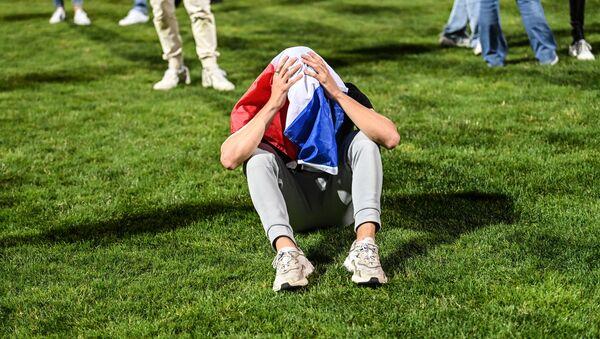 Un supporteur des Bleus après la défaite de la France face à la Suisse à l'Euro 2020 - Sputnik France