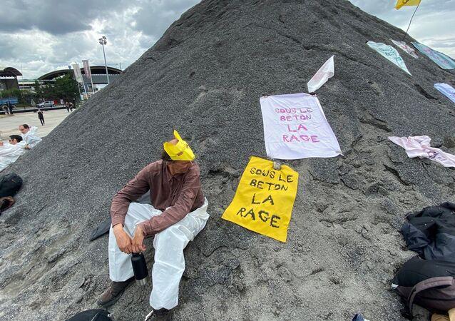 Blocage du cimentier de LafargeHolcim France au port de Gennevilliers par Les Soulèvements de la Terre et Extinction Rebellion, 29 juin 2021