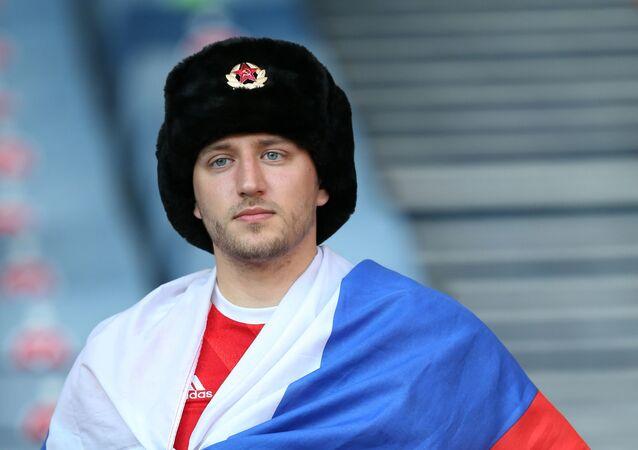 Le supporteur russe lors du match à Glasgow