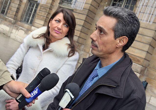 Omar Raddad s'exprime aux côtés de son avocate devant le ministère de la Justice à Paris