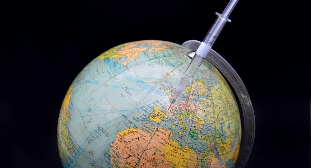 Une seringue et un globe