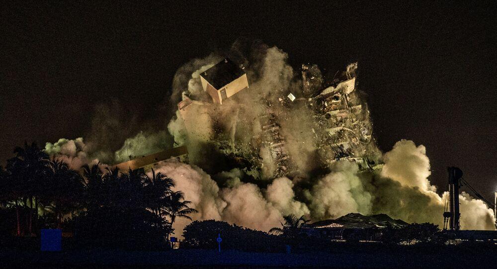 L'immeuble effondré en Floride démoli à l'explosif