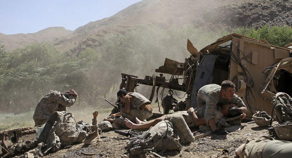 Des soldats américains blessés après que leur véhicule blindé a heurté un engin explofis dans la province afghane de Wardak, le 19 août 2009