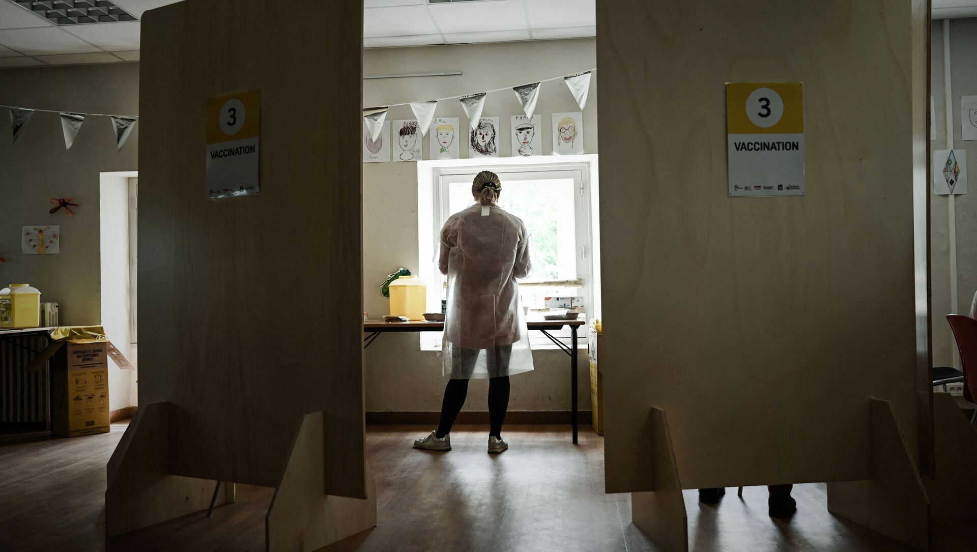 Une soignante dans un centre de vaccination contre le Covid-19 à Bacalan près de Bordeaux, mai 2021 - Sputnik France, 1920, 29.07.2021