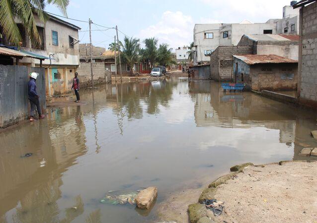 Une rue de Lomé envahie par l'eau