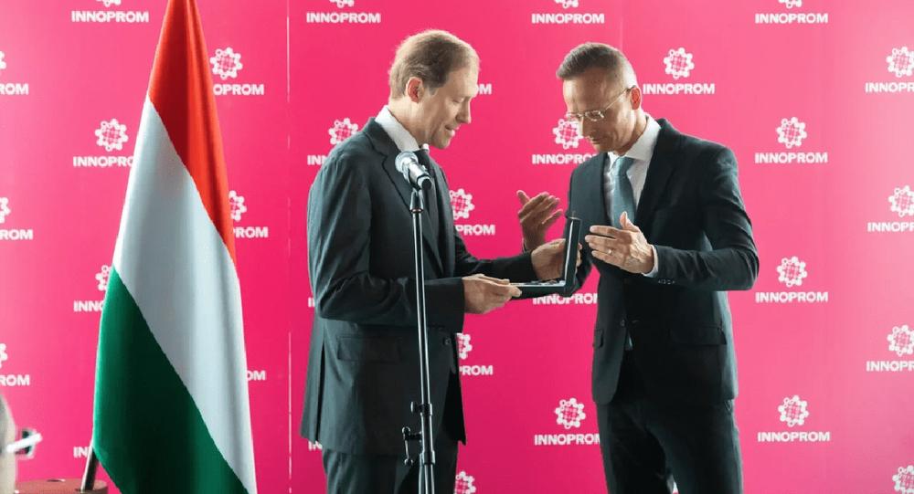 Denis Mantourov reçoit un ordre hongrois