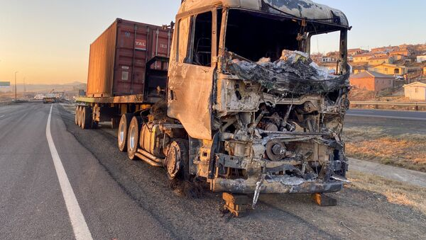 l'incendie des camions et la fermeture des routes en Afrique du Sud - Sputnik France