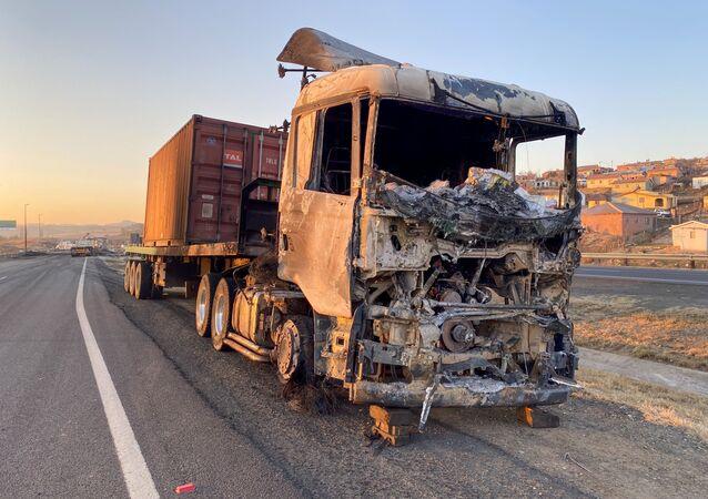 l'incendie des camions et la fermeture des routes en Afrique du Sud