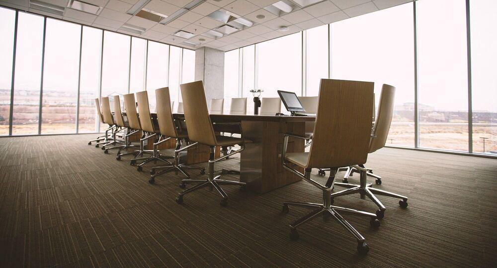 Au bureau (image d'illustration)