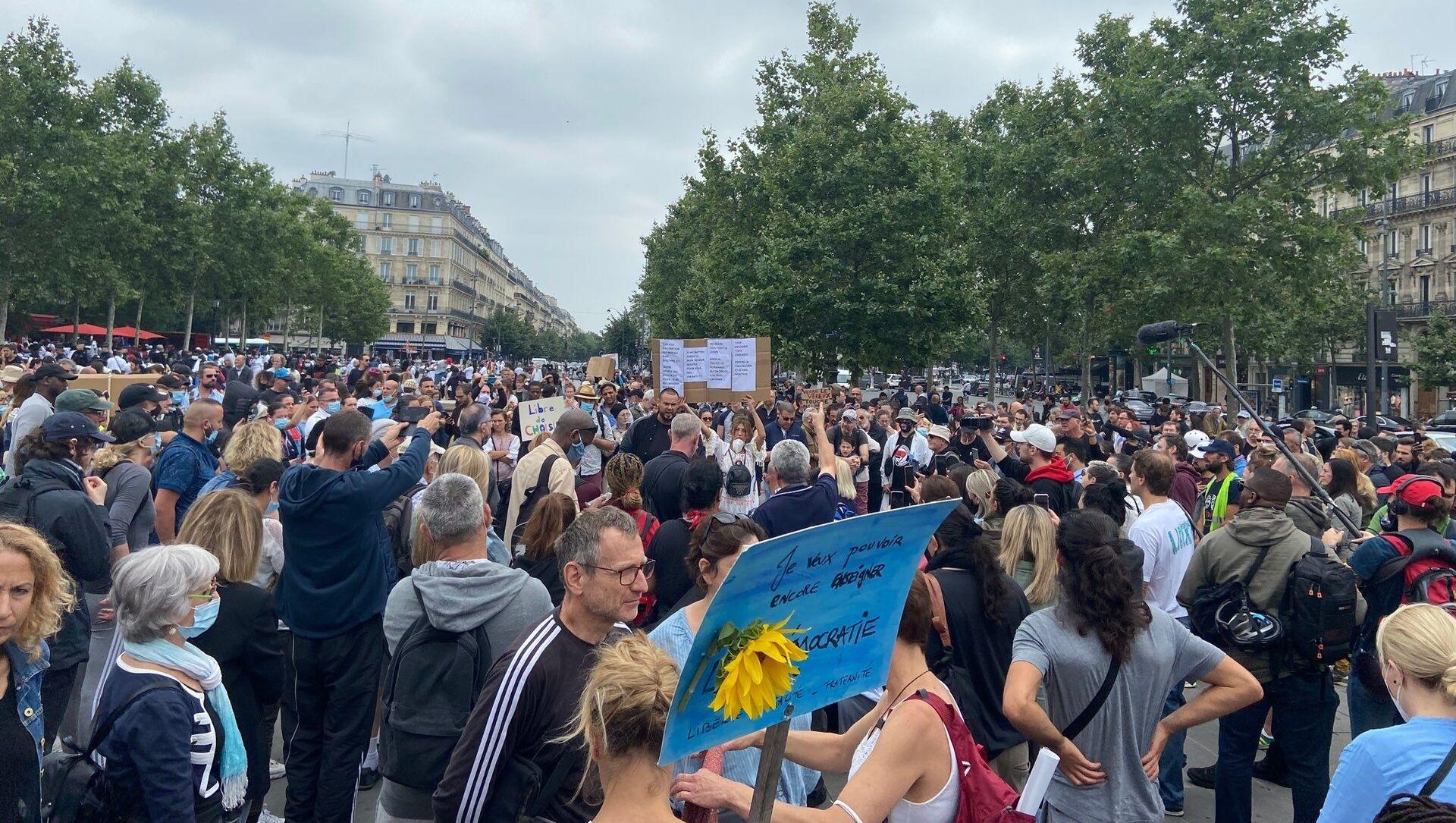 Une manifestation contre le pass sanitaire à Paris, le 17 juillet 2021 - Sputnik France, 1920, 19.07.2021