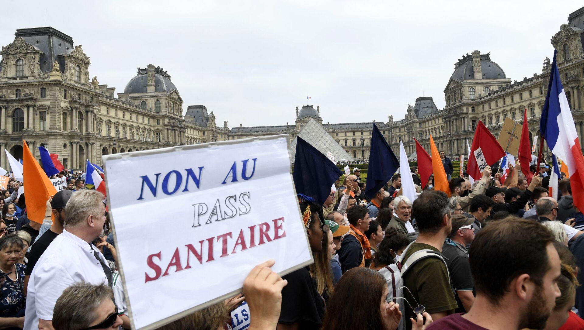 Une manifestation contre l'extension du pass sanitaire à Paris - Sputnik France, 1920, 19.07.2021