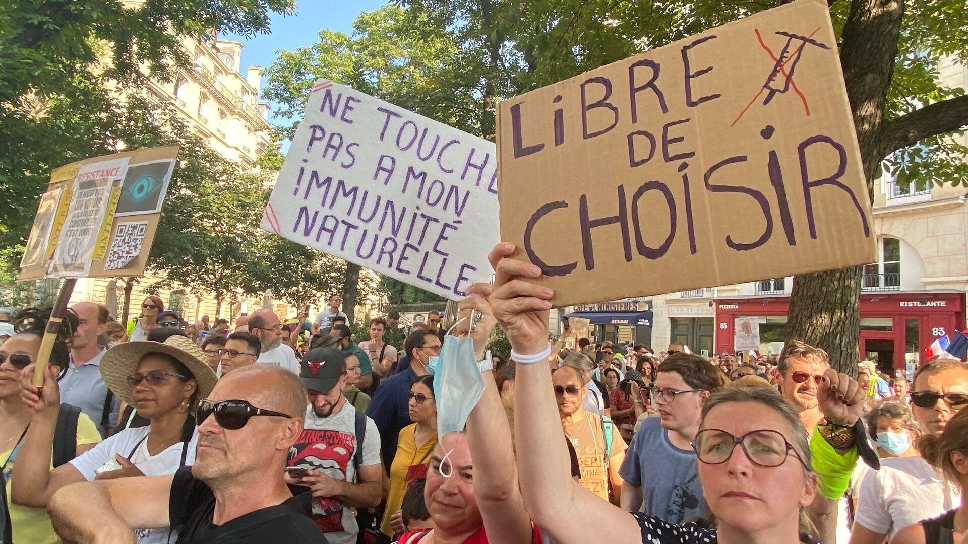 Manifestation contre le pass sanitaire et la vaccination obligatoire des soignants, 21 juillet 2021, Paris - Sputnik France, 1920, 03.08.2021