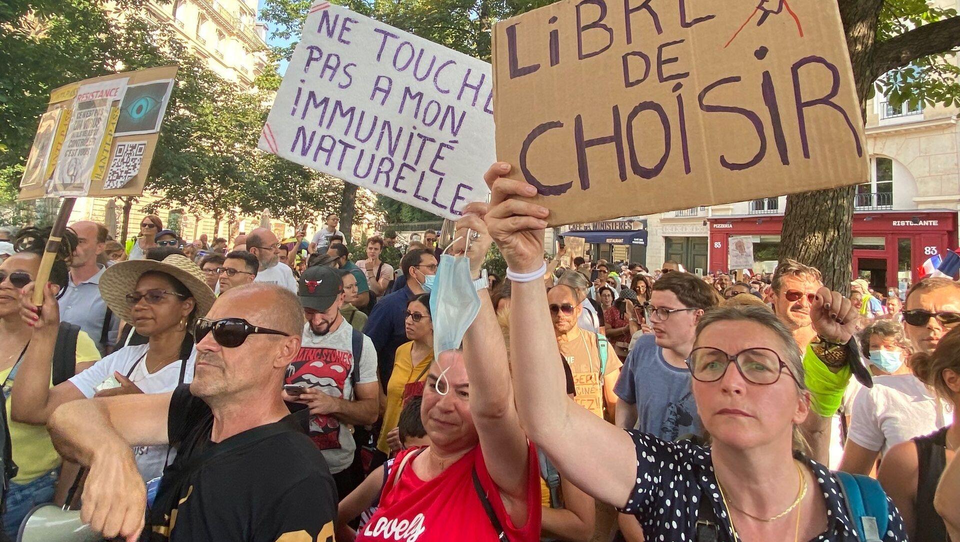 Manifestation contre le pass sanitaire et la vaccination obligatoire des soignants, 21 juillet 2021, Paris - Sputnik France, 1920, 13.08.2021