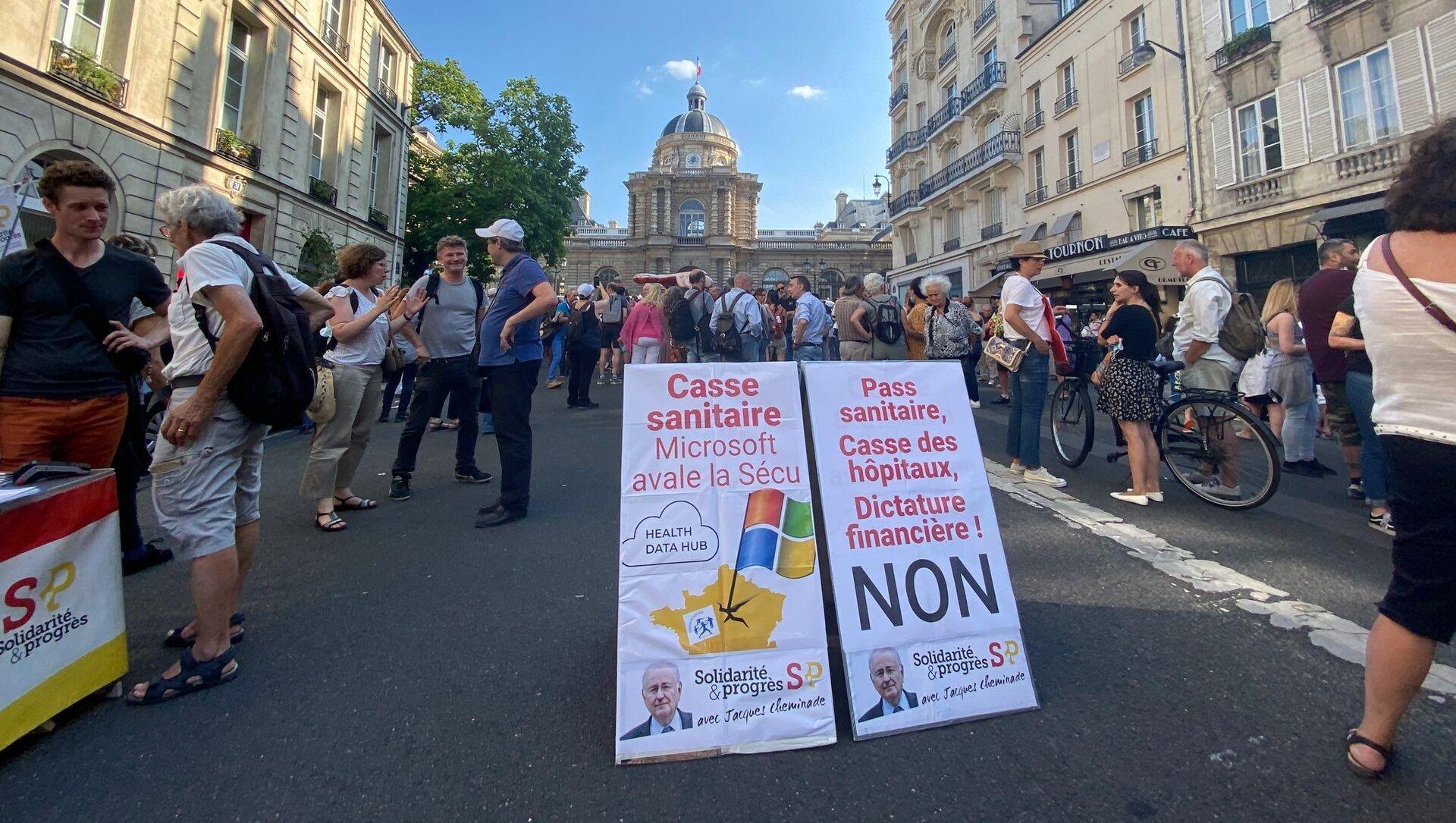 Manifestation contre l'extension du pass sanitaire à Paris, le 22 juillet 2021 - Sputnik France, 1920, 26.07.2021