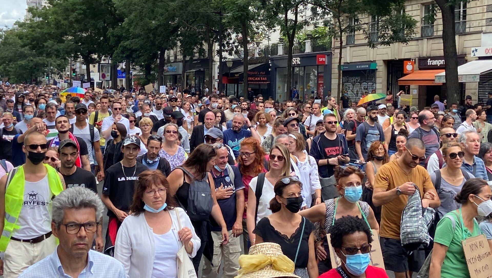 Manifestation contre le pass sanitaire à Paris, le 24 juillet 2021 - Sputnik France, 1920, 24.07.2021