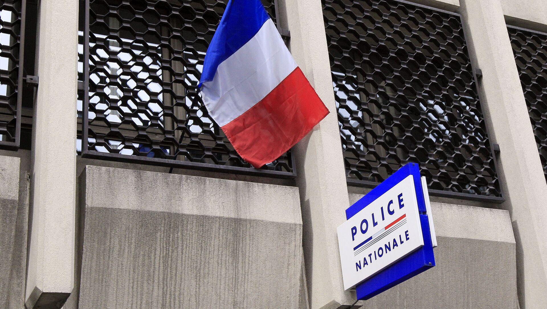 Un drapeau français au dessus d'un commissariat de police (archive photo) - Sputnik France, 1920, 25.08.2021