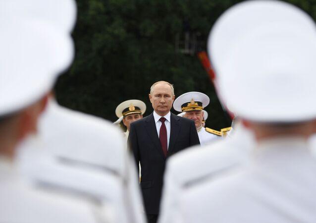 Président russe Vladimir Poutine à la parade militaire, Saint-Pétersbourg, 25 juillet 2021