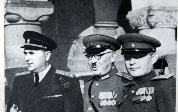 Mark Raguinski, conseiller de l'accusateur en chef soviétique, Iouri Pokrovski, accusateur en chef adjoint, et Dmitri Reznitchenko, procureur militaire de Leipzig - Sputnik France