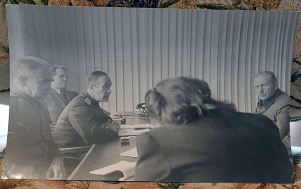 Guéorgui Alexandrov, assistant de l'accusateur soviétique, interroge un témoin, le général de la Wehrmacht Heinz Guderian - Sputnik France