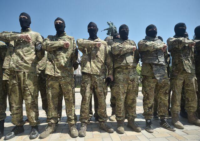 Des combattants du bataillon Azov avant leur départ au Donbass (archive photo)