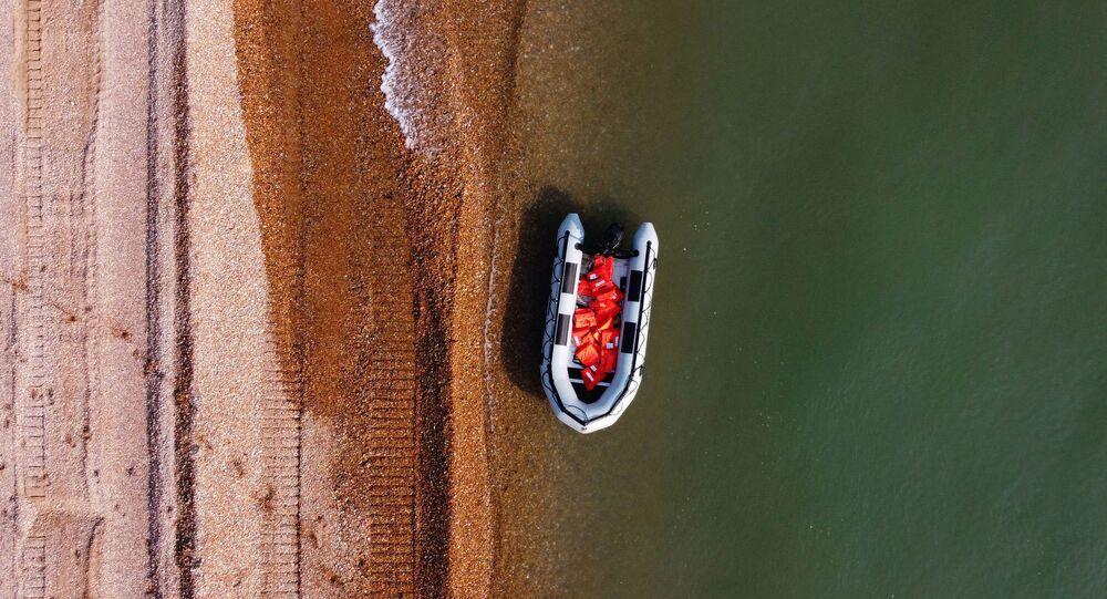 Un bateau gonflable utulisé parles migrants pour traverser la Manche entre Calais et Douvres, septembre 2020