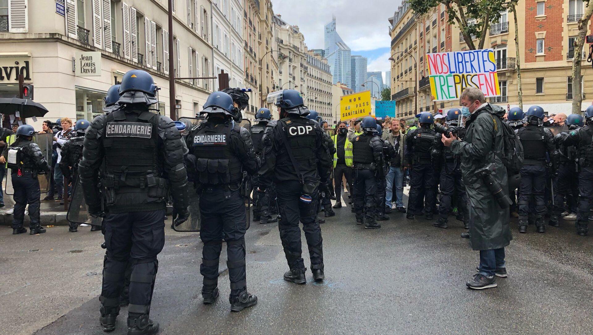 Une manifestation anti-pass sanitaire à Paris - Sputnik France, 1920, 15.08.2021