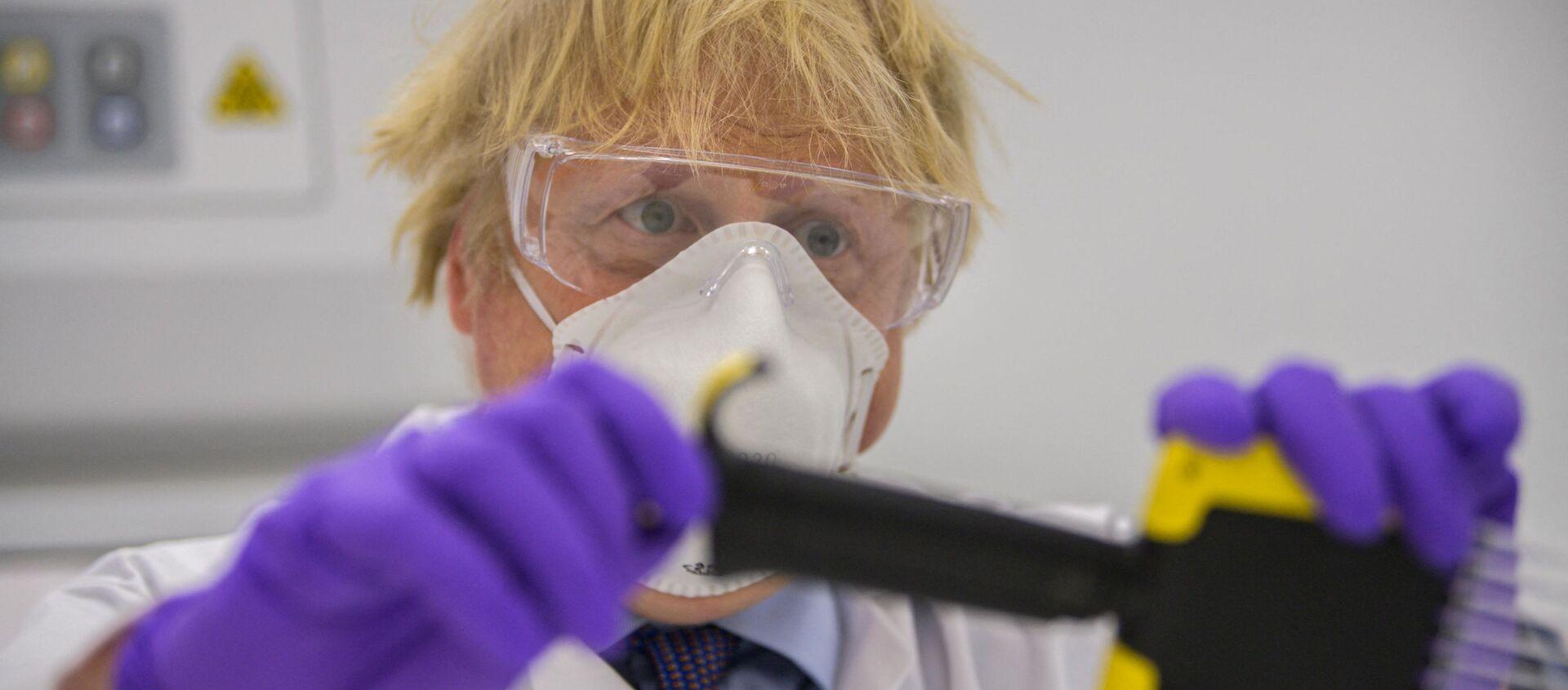 Le Premier Ministre britannique Boris Johnson, dans les locaux de Valneva à Livington, le 28 janvier 2021. - Sputnik France, 1920, 10.08.2021