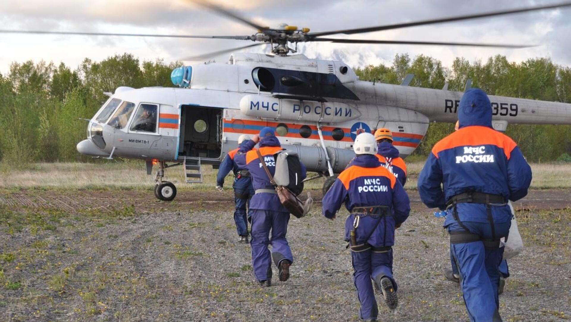 Une équipe de secouristes du ministère russe des Situations d'urgence - Sputnik France, 1920, 12.08.2021