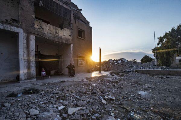 Des terroristes ont pris le contrôle de Raqqa en mars 2013 et l'ont proclamée leur capitale. La ville a été libérée par la coalition internationale dirigée par les États-Unis, mais elle a été de fait rasée par celle-ci. - Sputnik France