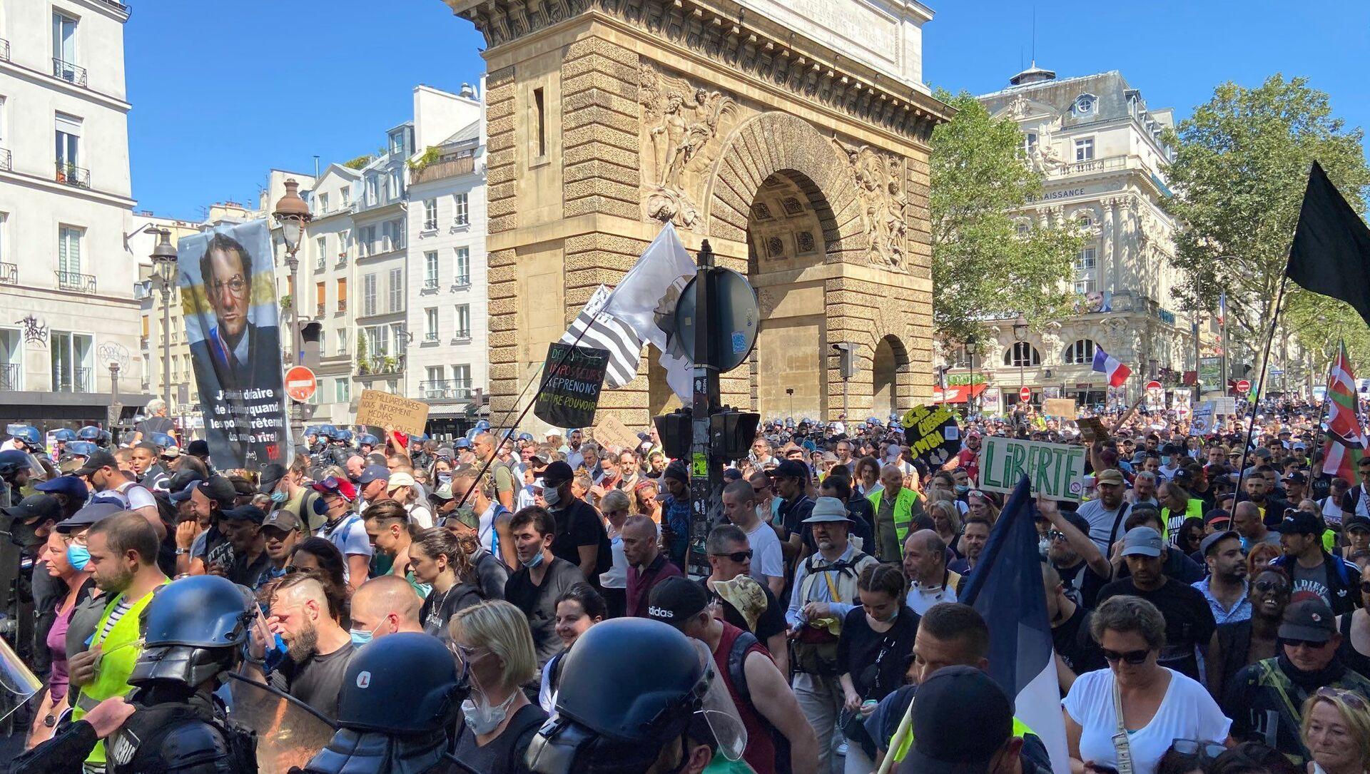 Manifestation contre le pass sanitaire à Paris, 14 août 2021 - Sputnik France, 1920, 14.08.2021