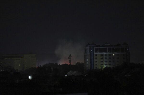 Les talibans* sont entrés à Kaboul presque sans combats. Le gouvernement afghan a fait savoir sa reddition. Le Président Ashraf Ghani a quitté le pays et se trouve maintenant en Ouzbékistan.Sur la photo: fumée au-dessus de l'ambassade des États-Unis à Kaboul. - Sputnik France