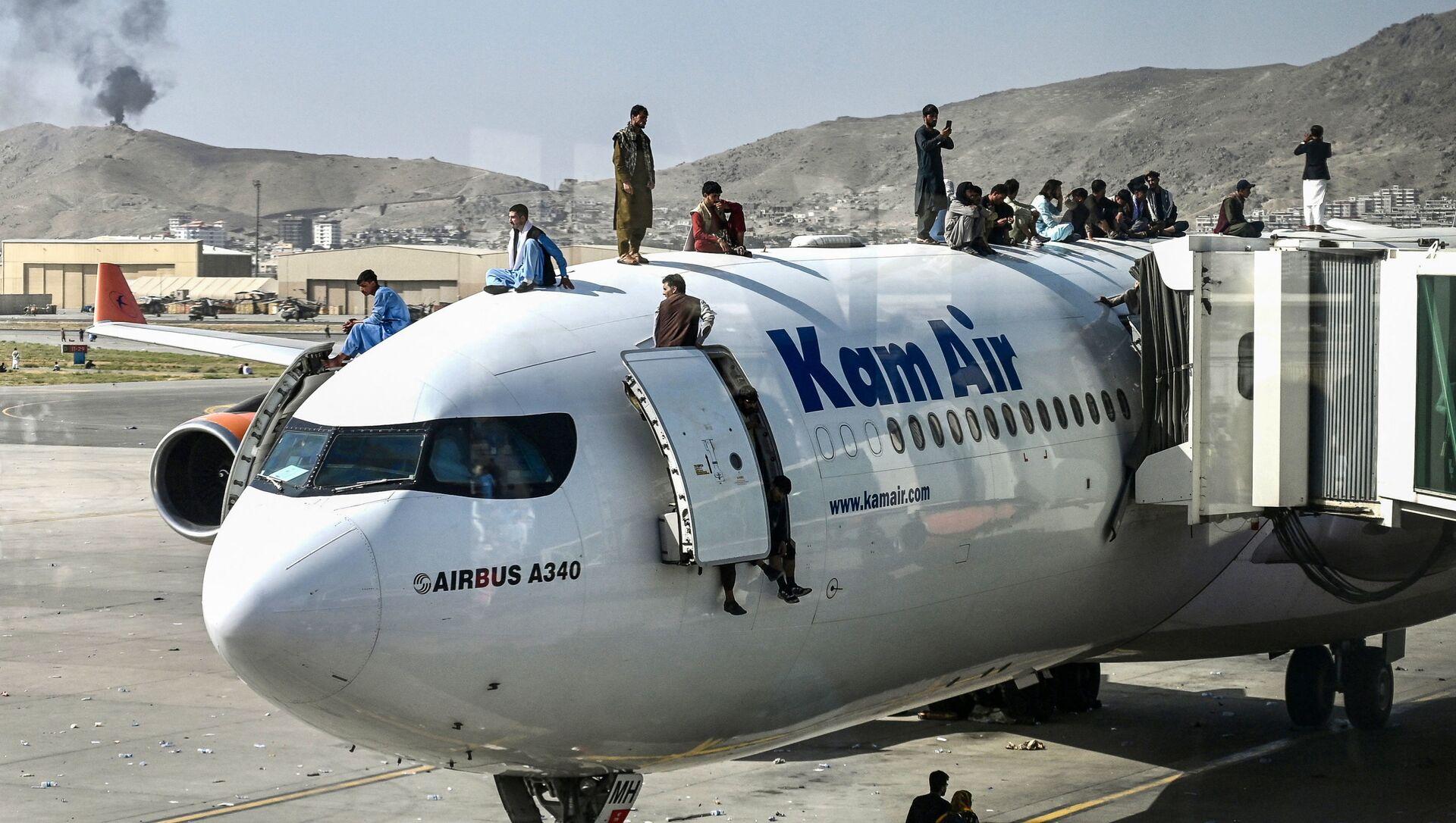 Des Afghans en attente d'évacuation à l'aéroport de Kaboul - Sputnik France, 1920, 10.09.2021
