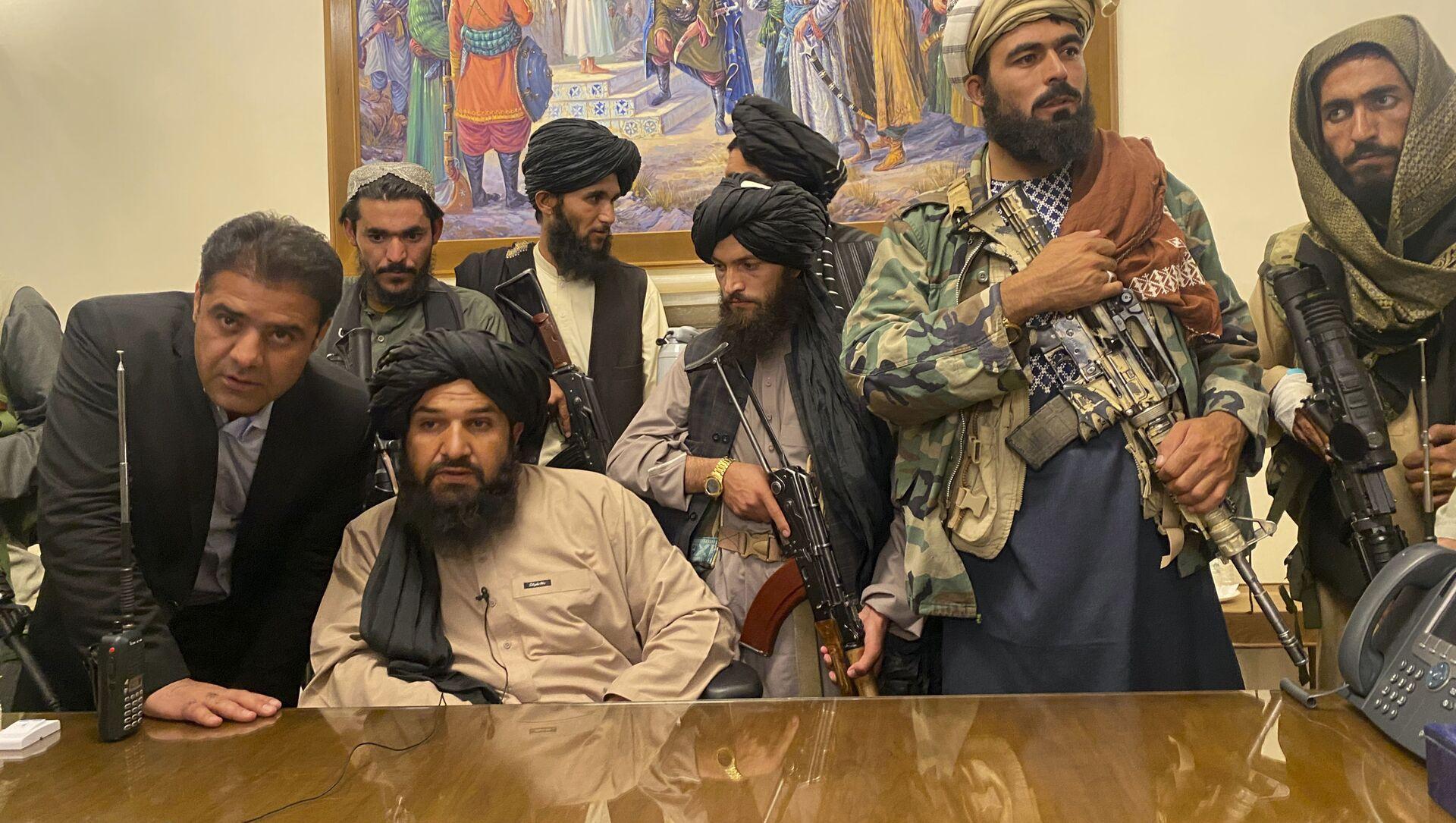 Les talibans au palais présidentiel à Kaboul, le 15 août 2021 - Sputnik France, 1920, 18.08.2021