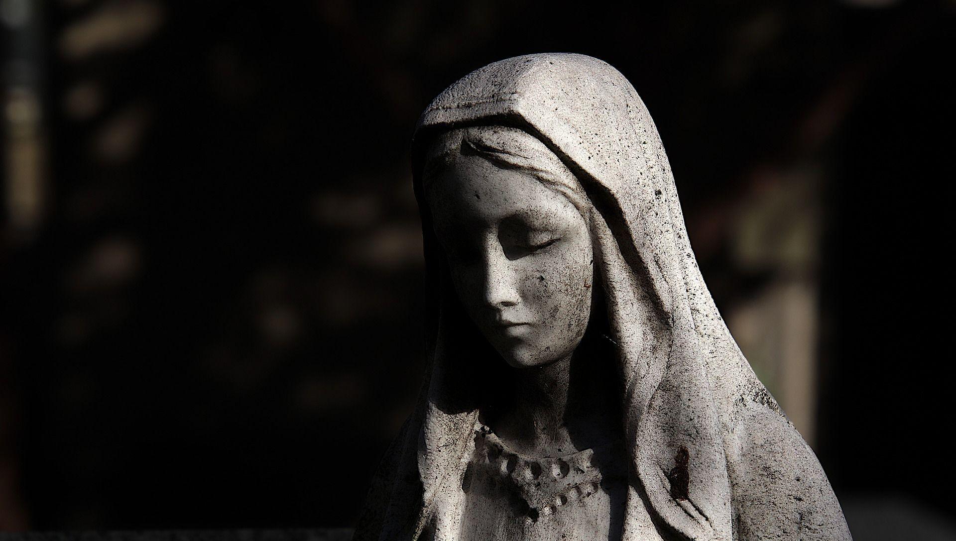Une statue de la Vierge Marie - Sputnik France, 1920, 19.08.2021
