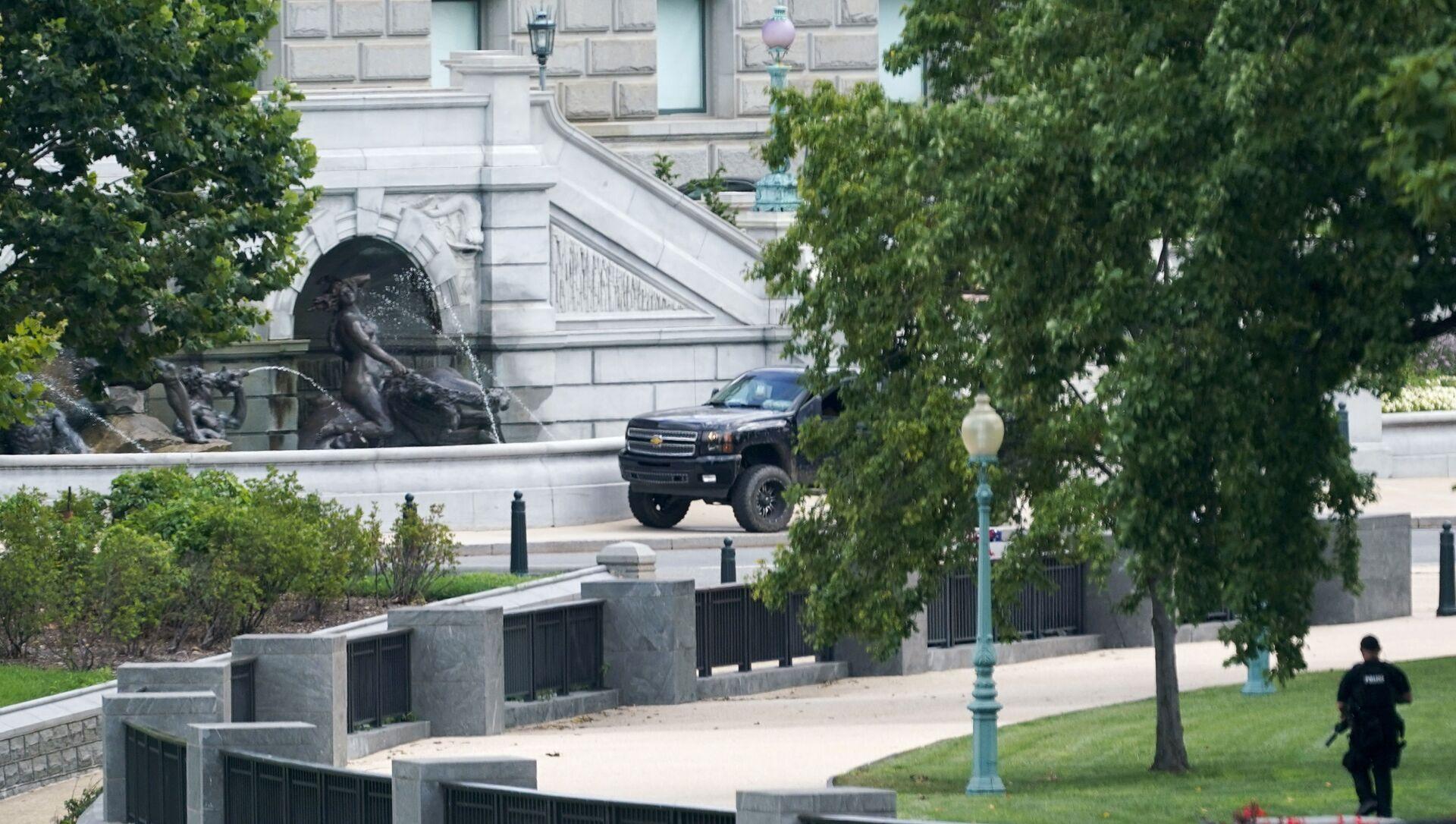 Un homme qui avait menacé de transporter une bombe près du Capitole s'est rendu à la police - Sputnik France, 1920, 19.08.2021