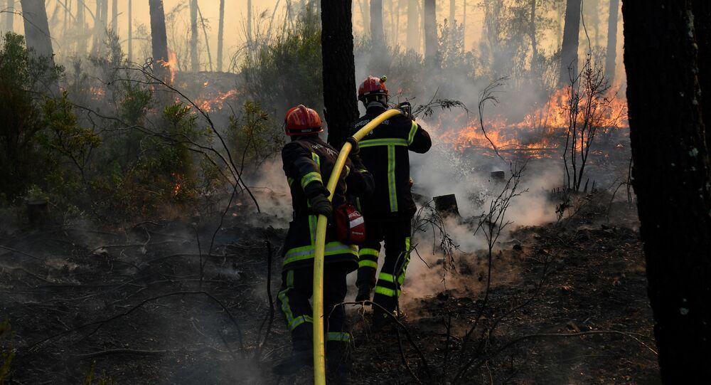 Des pompiers dans le Var, août 2021