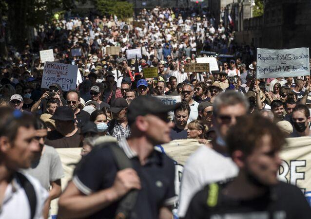 Une manifestation anti-pass sanitaire à Nantes.