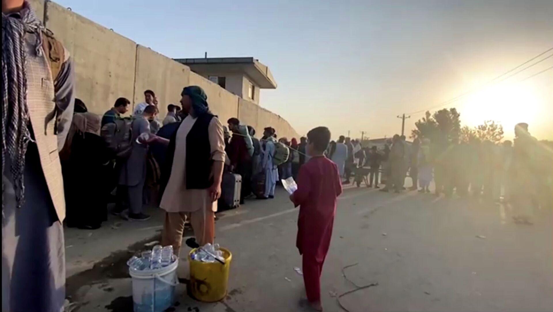 Une queue près de l'aéroport de Kaboul, le 22 août 2021 - Sputnik France, 1920, 28.08.2021