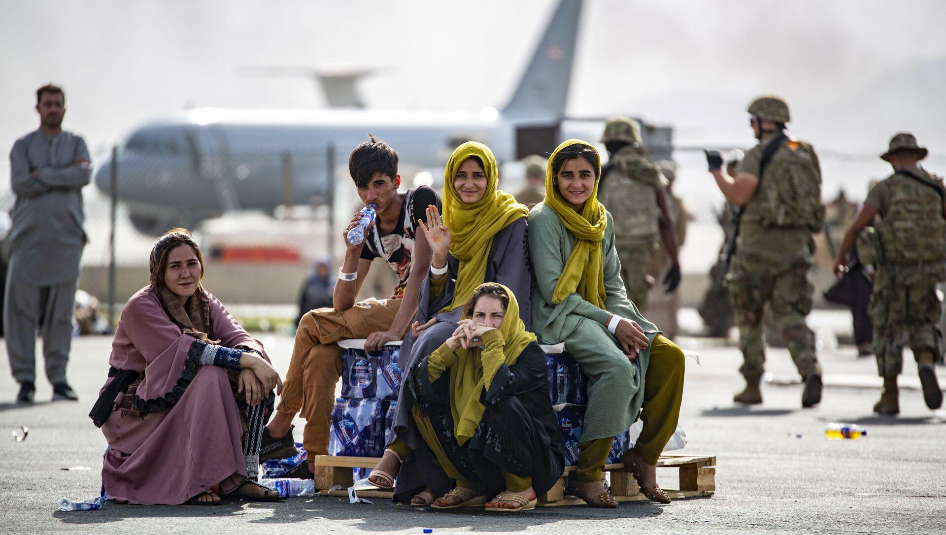 Sur cette image fournie par l'US Marine, des enfants attendent d'être évacués à l'aéroport de Kaboul, Afghanistan, Jeudi 19 août 2021 - Sputnik France, 1920, 03.09.2021