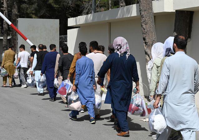 Des Afghans souhaitant quitter Kaboul, le 28 août 2021