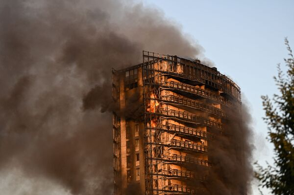 Les secouristes ont pu évacuer certains des résidents. D'autres ont pu sortir seuls de l'immeuble. - Sputnik France