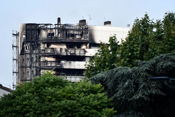 Il est rapporté que le bâtiment a été gravement endommagé par l'incendie, sa façade a été complètement détruite. Cependant, les pompiers assurent qu'il n'y a aucun danger que le bâtiment s'effondre. Les secouristes et les pompiers inspectent les lieux. - Sputnik France
