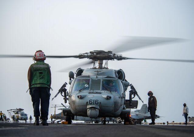 Un hélicoptère MH-60S