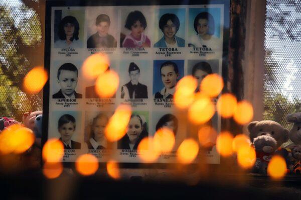 La plupart des victimes ont été enterrées au cimetière Cité des Anges. En 2005, un monument L'Arbre du Chagrin y a été inauguré. Un an plus tard, un mémorial a été érigé en mémoire des membres des forces spéciales et des secouristes du ministère des Situations d'urgence morts lors de la libération des otages.  - Sputnik France