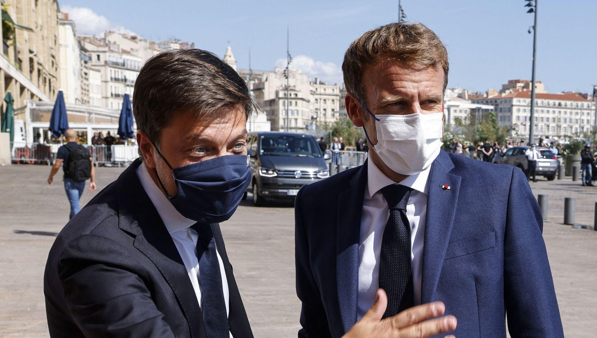 Le Président de la République française Emmanuel Macron accueilli par le maire (PS) de Marseille Benoît Payan, le 1er septembre 2021 - Sputnik France, 1920, 01.09.2021