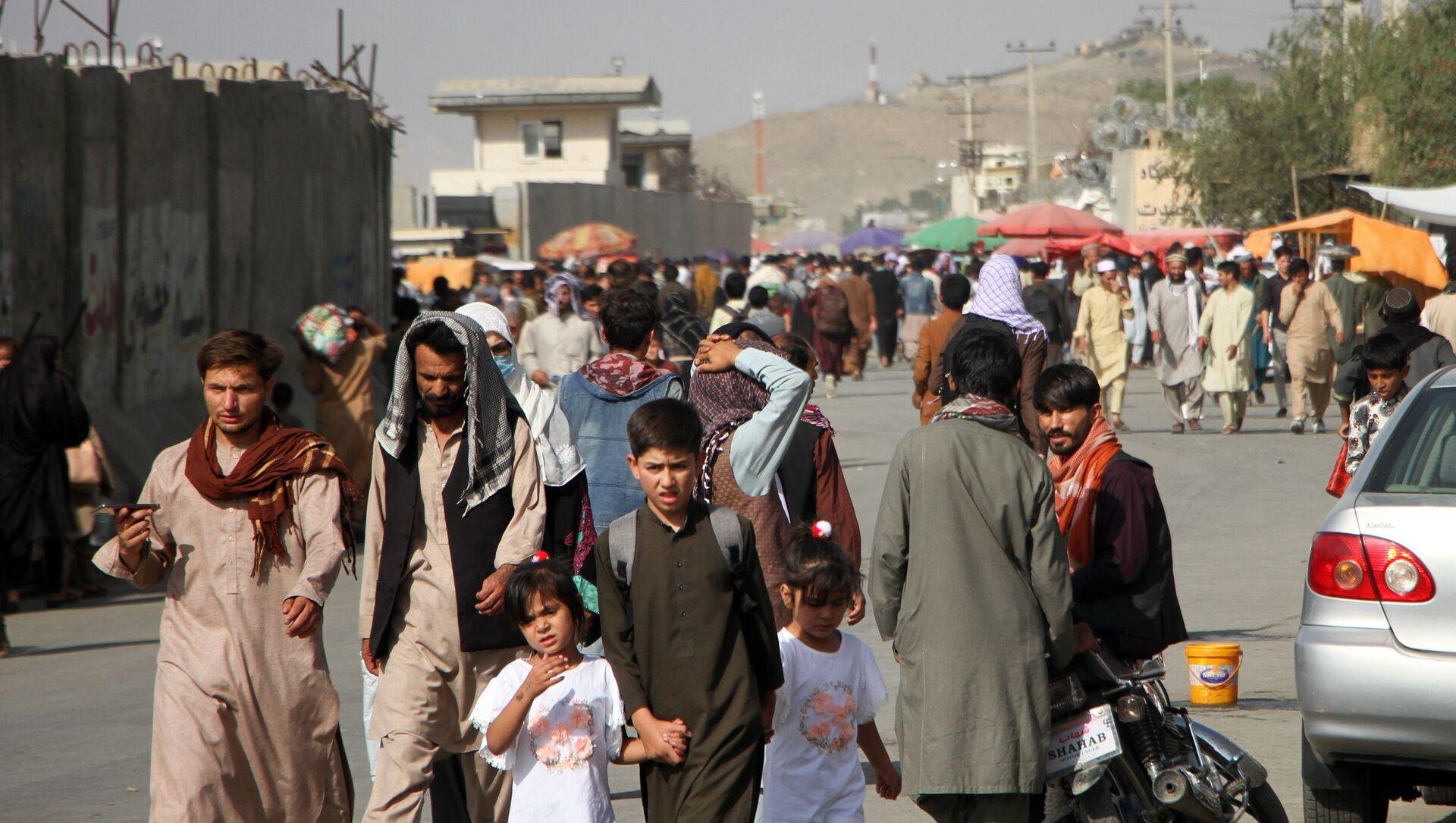 Des Afghans près de l'aéroport de Kaboul - Sputnik France, 1920, 10.09.2021