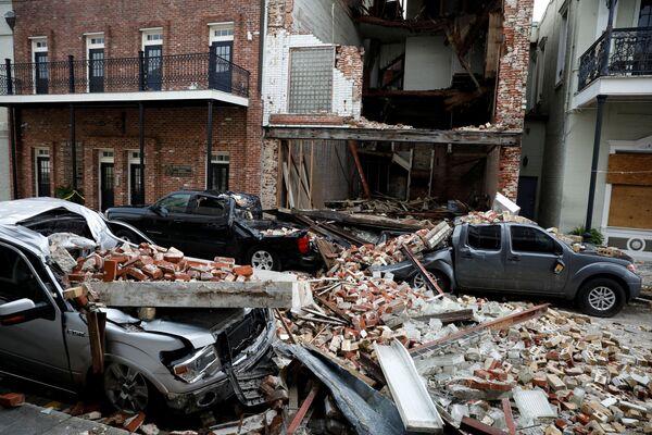 L'ouragan Ida, qui a frappé les côtes des États américains de la Louisiane et du Mississippi, a causé d'énormes dégâts sur les infrastructures, laissant environ 2 millions de foyers sans électricité. Plusieurs milliers de personnes ont été évacuées. Six décès ont été confirmés, mais il pourrait y avoir davantage de victimes. Sur la photo: dommages causés par l'ouragan Ida à Thibodaux, en Louisiane. - Sputnik France