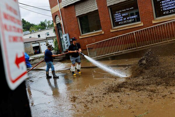 Le 29 août dernier, les rafales ont atteint 240 km/h. L'ouragan a été classé catégorie 4 sur l'échelle de Saffir-Simpson qui en compte 5. Dans l'après-midi du 30 août, l'ouragan, qui est devenu entre-temps une tempête tropicale, s'est déplacé vers l'intérieur des terres, accompagné de fortes pluies et provoquant des inondations dans plusieurs États. Sur la photo: inondations à Oakdale, Pennsylvanie, causées par le passage de l'ouragan Ida. - Sputnik France