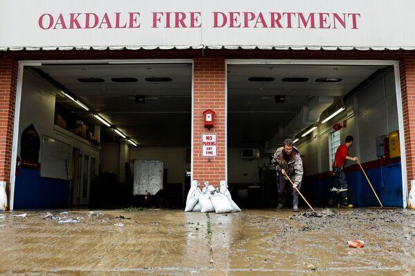 Les opérations de sauvetage se poursuivent. Pendant ce temps, les météorologistes ont mis en garde contre de nouvelles inondations et glissements de terrain possibles le long du passage de l'ouragan Ida. Sur la photo: après les inondations provoquées par l'ouragan Ida à Oakdale, en Pennsylvanie. - Sputnik France