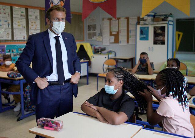 Emmanuel Macron dans une école à Marseille, le 2 septembre 2021